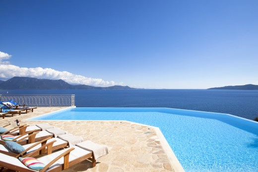 Panorea villa with pool and sea access on meganissi the for Pool set aktion