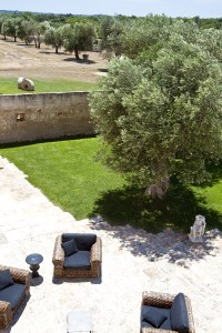 17/88 The rear courtyard seen from the terrace.