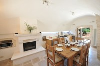 The spacious kitchen-diner in Trullo Pietra.