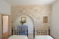 The twin room in Trullo Bianco.