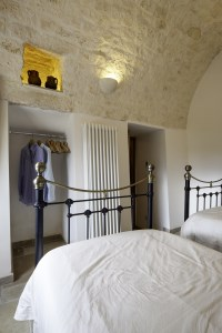 The twin room in Trullo Pietra, seen from a different angle.