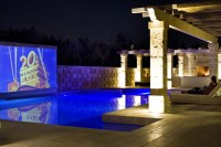 2/42 One of the major attractions of Villa San Vincenzo is its poolside cinema!