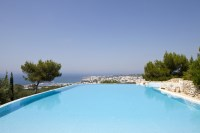 34/47 The superb pool area with uninterrupted views of Leuca and the sea.