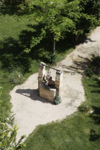 42/60 The original well gives an idea of the history of Villa Elia.