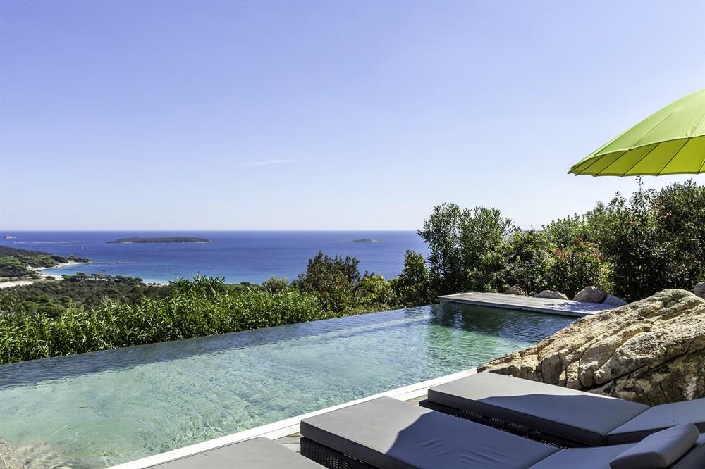 Tamaricciu, Villa Panoramique Avec Piscine Et Accès à Pied à La Plage De  Palombaggia En Corse, France