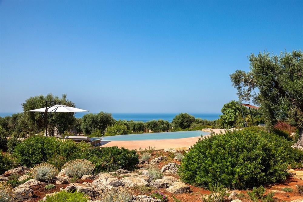 Villa Camilla - villa de luxe au design moderne avec piscine et vue ...
